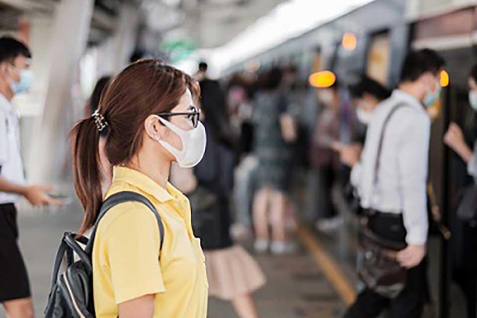 Coronavirus : les entreprises sous pression pour généraliser le port du masque